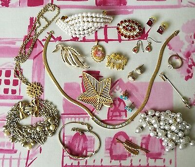 Job Lot Vintage Jewellery,brooches,necklaces,earrings,bracelet Lovely Condition