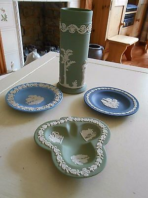 Four Lovely Pieces Of Wedgwood Jasper A Pen Pot & Three Small Dishes (H)