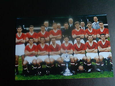"MANCHESTER UNITED TEAM CHAMPIONS with Div 1  trophy 1956 ? photo  6""x4""  REPRINT"