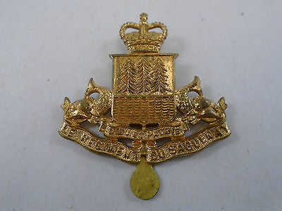 Regiment Du Saquenay Post WW2 Canadian Cap Badge