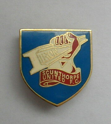 SCUNTHORPE UNITED 1990s METAL FOOTBALL PIN BADGE