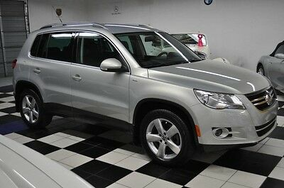 2010 Volkswagen Tiguan ONLY 39K MILES - WOLFSBURG EDITION - LIKE NEW HOWROOM CONDITION !! CARFAX CERTIFIED - AMAZING!!
