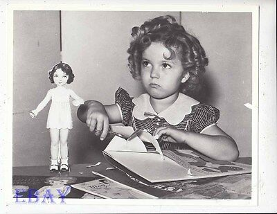 Shirley Temple plays w/paper doll candid RARE Photo