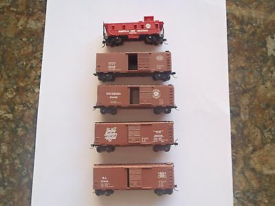 Model Trains N Scale 4 Ass Box Cars 1 Caboose