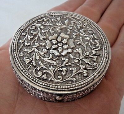 ANTIQUE c1900 CHINESE / EASTERN SOLID SILVER TRINKET / SNUFF BOX