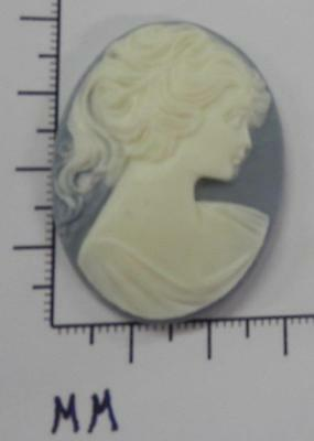 70244        Cameo -  Vict. Lady W/Long Hair Blue/wht. Oval 30x40 - by dz.SALE