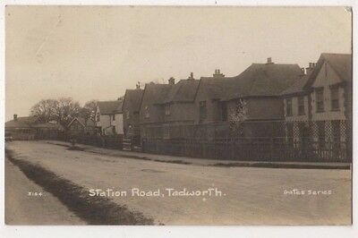 Station Road Tadworth, Surrey RP Postcard B742