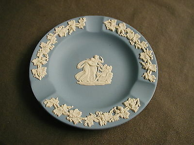 "VINTAGE WEDGWOOD ASHTRAY - BLUE & WHITE - ENGLAND - 4 1/2"" W -  msb"