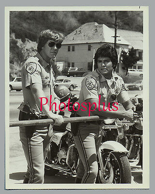 Vintage 1979 ERIK ESTRADA Larry Wilcox BEACH PATROL Handsome NBC-TV 7x9 CHIPS