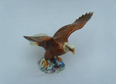 "BESWICK ""BALD EAGLE 1018"" HUGE GLOSS FIGURE ~ tip of one wing repaired"