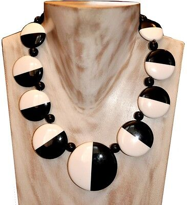 Gorgeous Deco Shape Chunky Black And White Cream Resin Disc Necklace