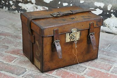 Beautiful Square Antique Leather Cartridge Motoring Case with Key