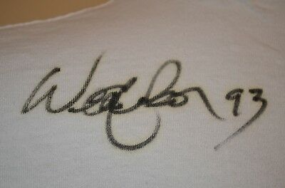 WILLIE NELSON Signed Autographed USA VTG 90s Country Music Band 2XL XXL T-SHIRT