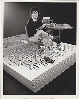 1989 CBS PRESS PHOTO HOWIE MANDEL MY FAVORITE BOOK PSA CAMPAIGN Deal or No host