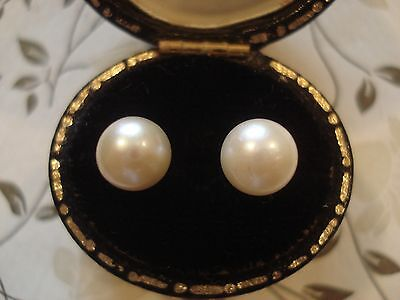 Beautiful Vintage 1980's; Cultured Pearl Classic Stud Design 9CT Gold Earrings