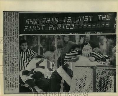 1972 Press Photo Fights break out at North Stars - St. Louis Blues NHL game