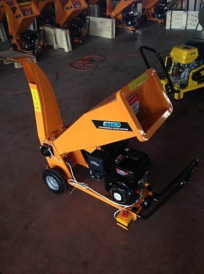 PETROL GARDEN CHIPPER SHREDDER  NEW 2 YEAR WARRANTY ct394