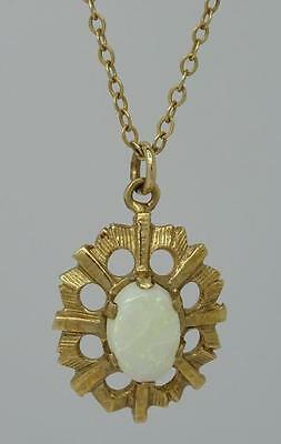 **beautiful 9Ct Yellow Gold Natural Opal Pendant & Necklace Chain**