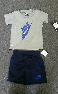 Adorable infant boys Nike size 24 months 2-piece Tee and shorts set NWT