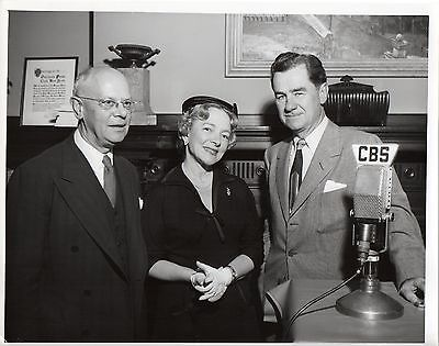 46561. Original 1949 CBS TV Photo Newscaster Lowell Thomas & Actress Helen Hayes