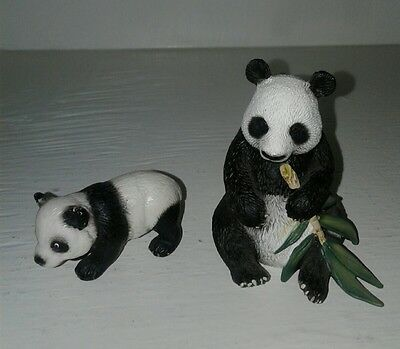 D-73527 Schleich Giant Sitting Panda Eating Bamboo and Baby