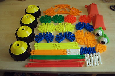 Over 60 pieces of Kiddie Knex/K'nex, in good clean condition, including wheels
