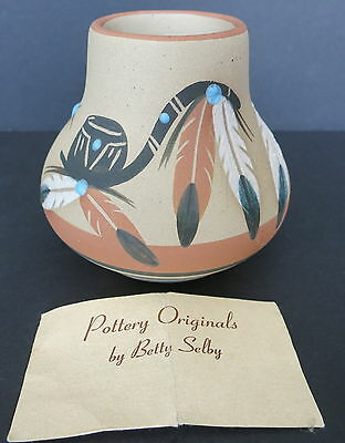 """Vintage Betty Selby 3.5"""" Southwest Clay Pottery Vase W/ Feathers"""
