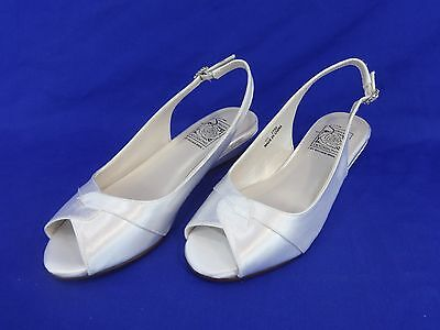 Special Occasions by Saugus Shoe SANDY 1730 Size 4M White Satin Skimmer 1 1/4