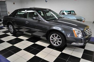 2010 Cadillac DeVille ONE OWNER - CERTIFIED CARFAX - LIKE NEW!! OUTSTANDING CONDITION - AMAZING COLOR COMBO - CARRIAGE TOP