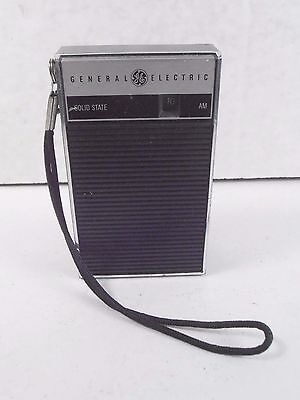 Vintage Ge General Electric *small Solid State Transistor Radio* Works