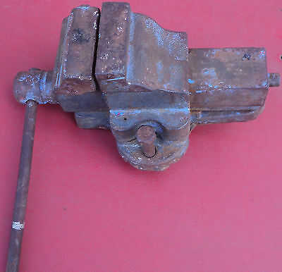 VINTAGE small 2.1/2 Bench Vice Australian made Engineers Workshop