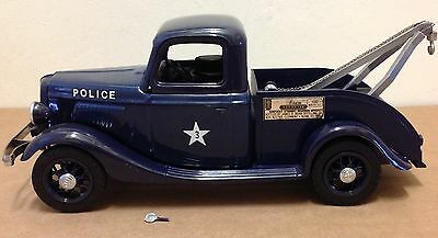 Beam Decanter Police Tow Truck V/8 Ford 1930s blue, box, (side mirror included)