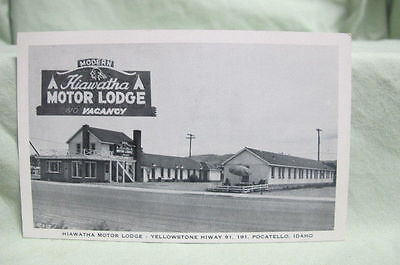 Vintage Post Card Hiawatha Motor Lodge Yellowstone Highway Pocatello Idaho