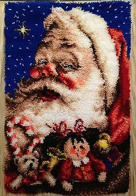 J&P Coats OLD WORLD SANTA Latch Hook Christmas WALL HANGING Rug COMPLETED 27x40