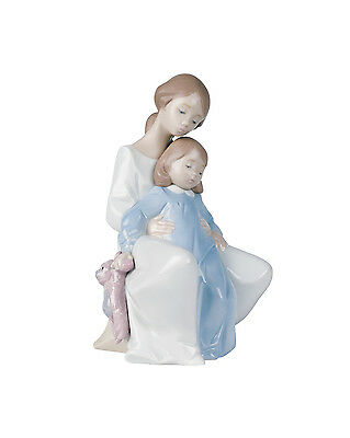 Nao A Moment With Mum Figurine G28413