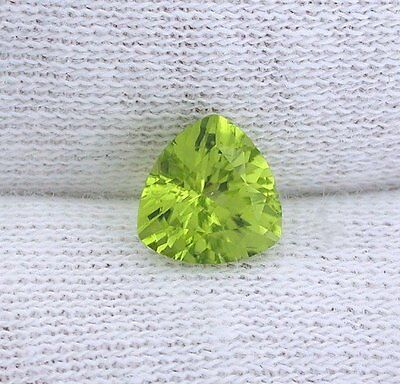 ONE 7mm Trillion San Carlos Arizona Olive Peridot Gem Stone Gemstone EBS2899APL
