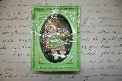 """Uneeda Picture Perfect PICTURE PLAYMATES 5"""" Doll in Shadow Box Frame EXC+"""