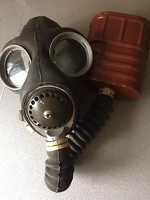 1939-1945  Ww2 gas  mask  Very Collectible Excellent Condition