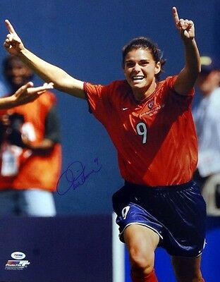 Mia Hamm Authentic Autographed Signed 16X20 Photo Team Usa Psa/dna Stock #61623