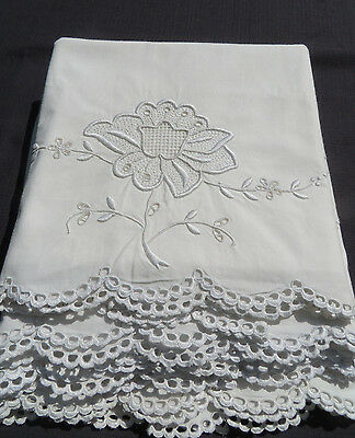 Vtg Antique Set 4 Matching Pillowcases Fabulous White Work Embroidered Rose Lace