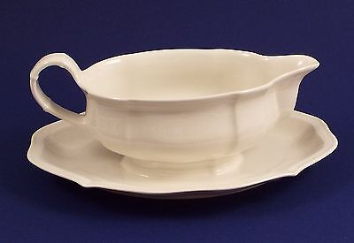 Villeroy & Boch Manoir Gravy Sauce Boat With Attached Underplate