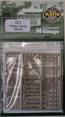Ratio N Scale Pallets, Sacks And Barrels Rt221