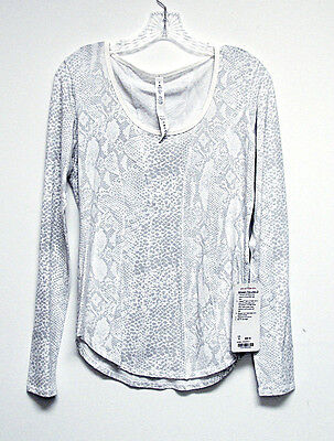 NWT LULULEMON Gray White BETWEEN THE LINES LONG SLEEVE Running Yoga Top Size 8