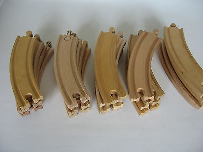 20 CURVED WOODEN TRAIN TRACK PIECES ( 20 off) ( Brio Thomas )