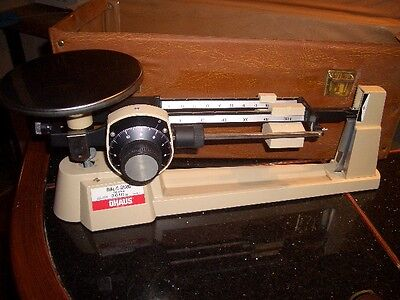 OHAUS DIAL-O-GRAM TRIPLE BEAM BALANCE SCALE GRAMS 2610g  & CARRY CASE