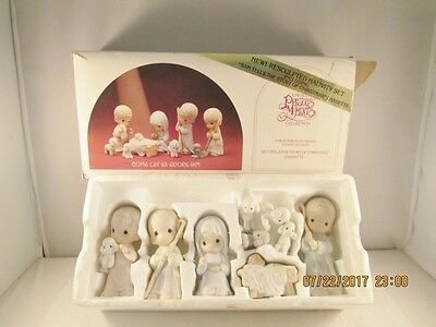 "Precious Moments ""COME LET US ADORE HIM""  9 Pc Nativity Figure Set"