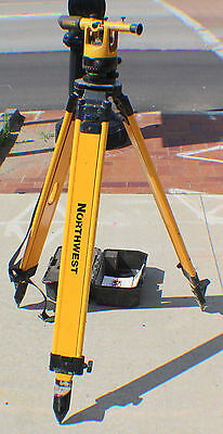 DeWalt DW092 Transit Level with Northwest NFT98 Wood / Fiberglass Tripod