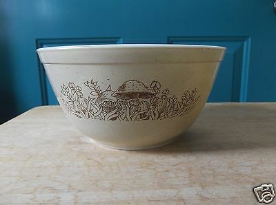Retro Pyrex Glass Forest Fancies Pattern 1 1/2 Liter Mixing Bowl