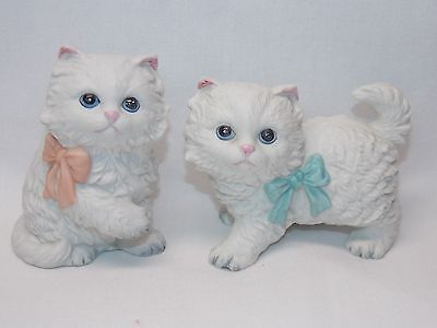 White LH Persian Cats Figurine Porcelain Pink & Blue Bow Homco #1428 3 1/2x4 In