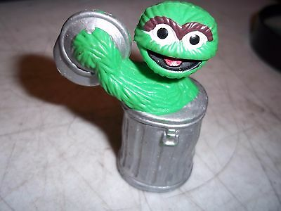 36e3cd1fca4 1982 Ctw Tara Toy Muppets Action Figure Toy Oscar The Grouch In Garbage Can  2.5